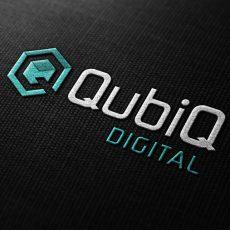 qubiq-logo-wit-mockup